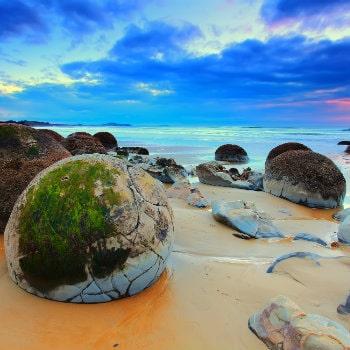 cloudy sunrise moeraki boulders