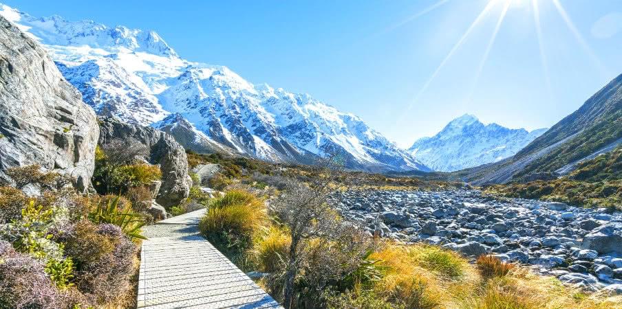 hooker valley walking trek to mountain nz
