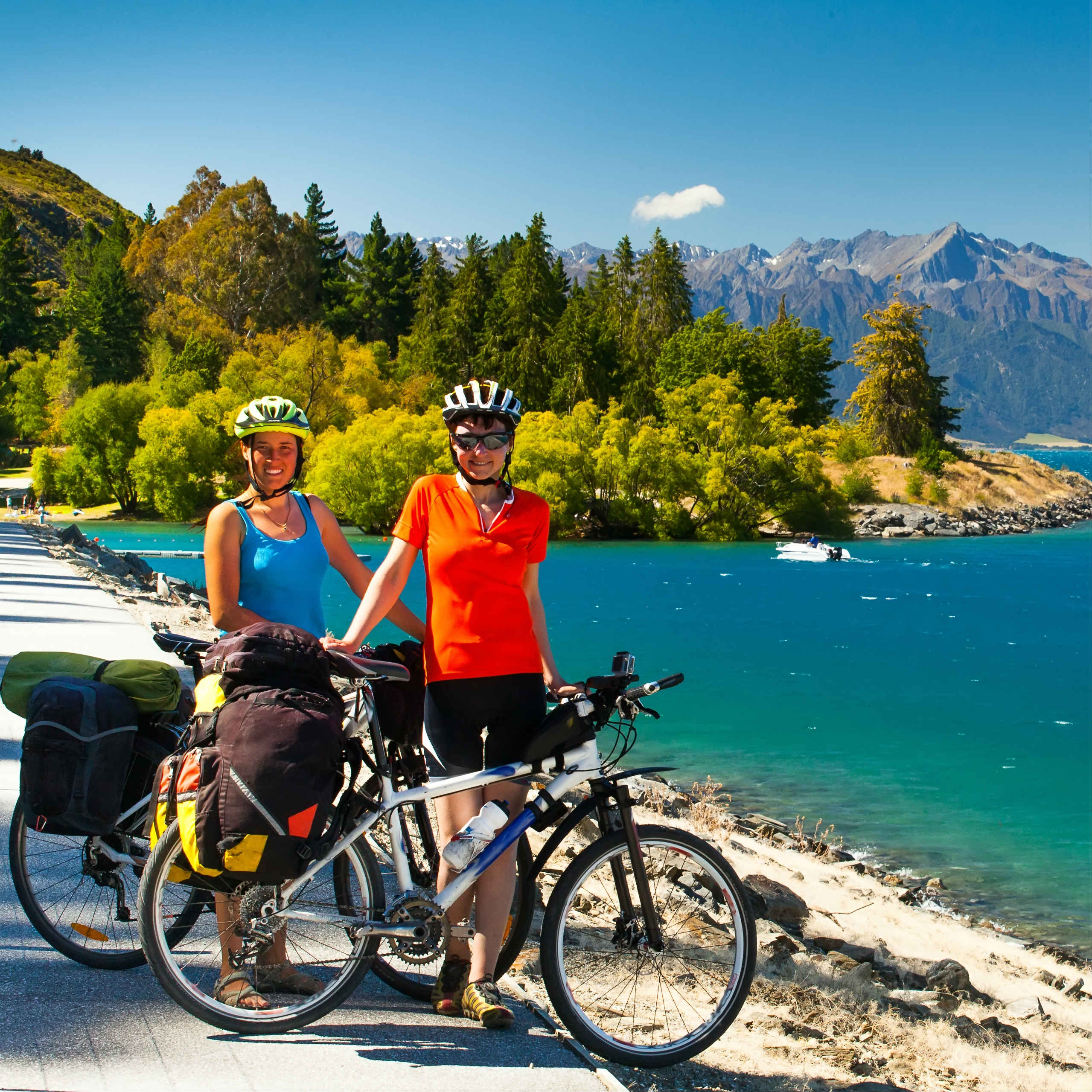 Lake Pukaki New Zeaalnd cycle trail